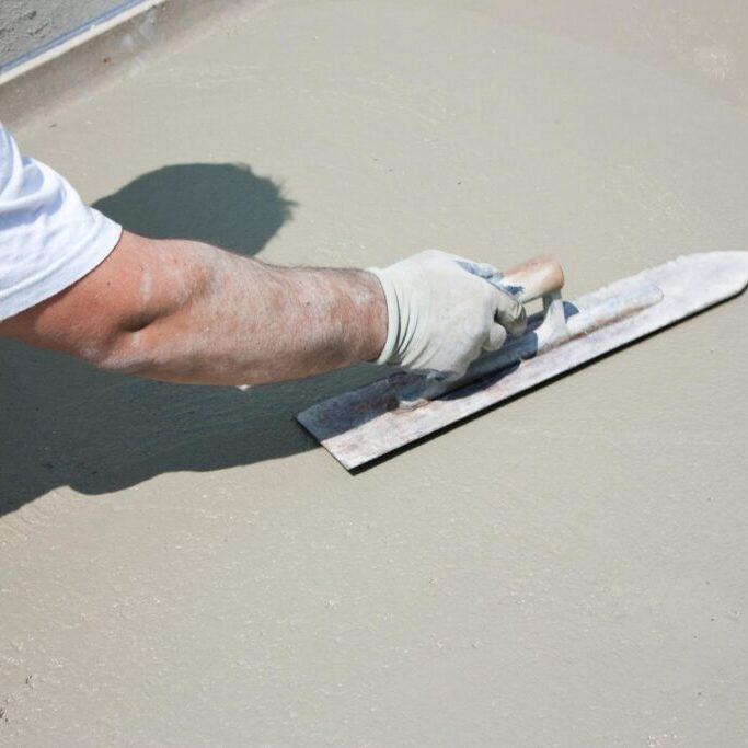 man polishing the concrete